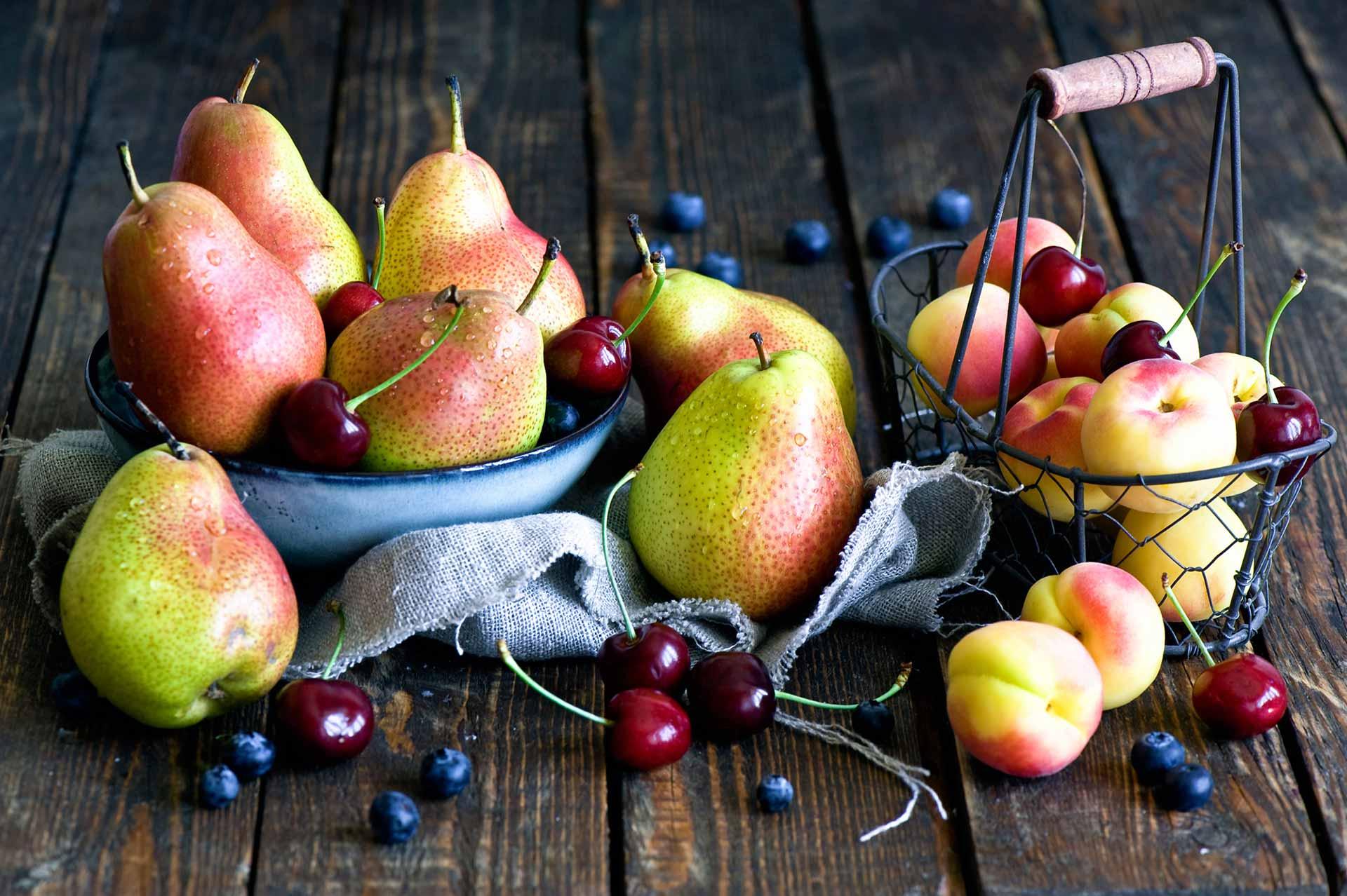 Wrzywa i owoce - gruszki, wiśnie, borówka